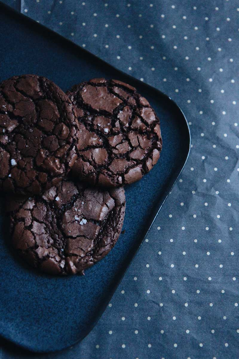 Brownie Crinkle Cookie | © The Flying Flour
