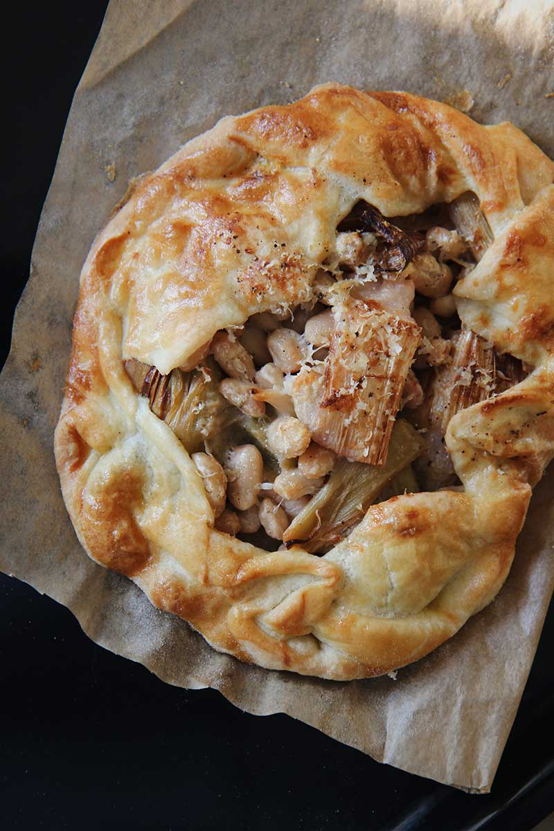 Galettes poireaux & haricots blancs | © The Flying Flour