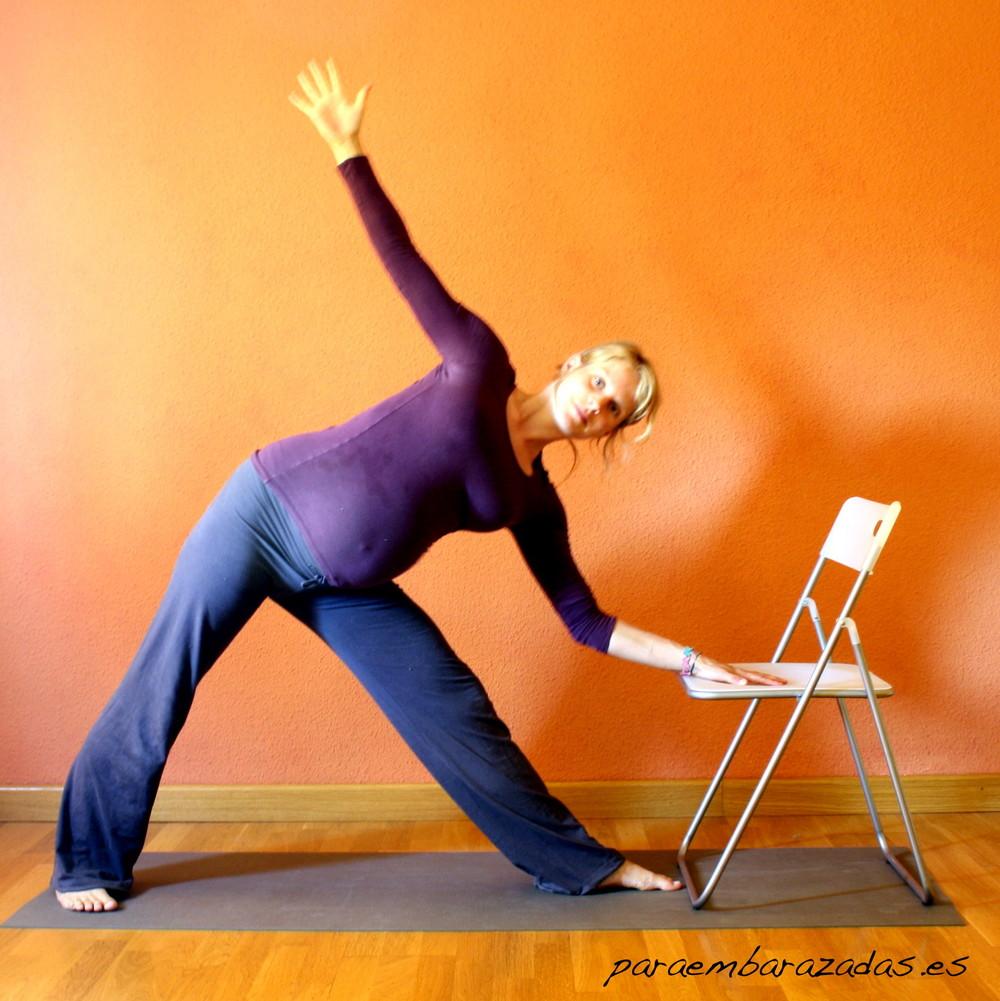 Postura de yoga: Utthita Trikonasana - paraEmbarazadas