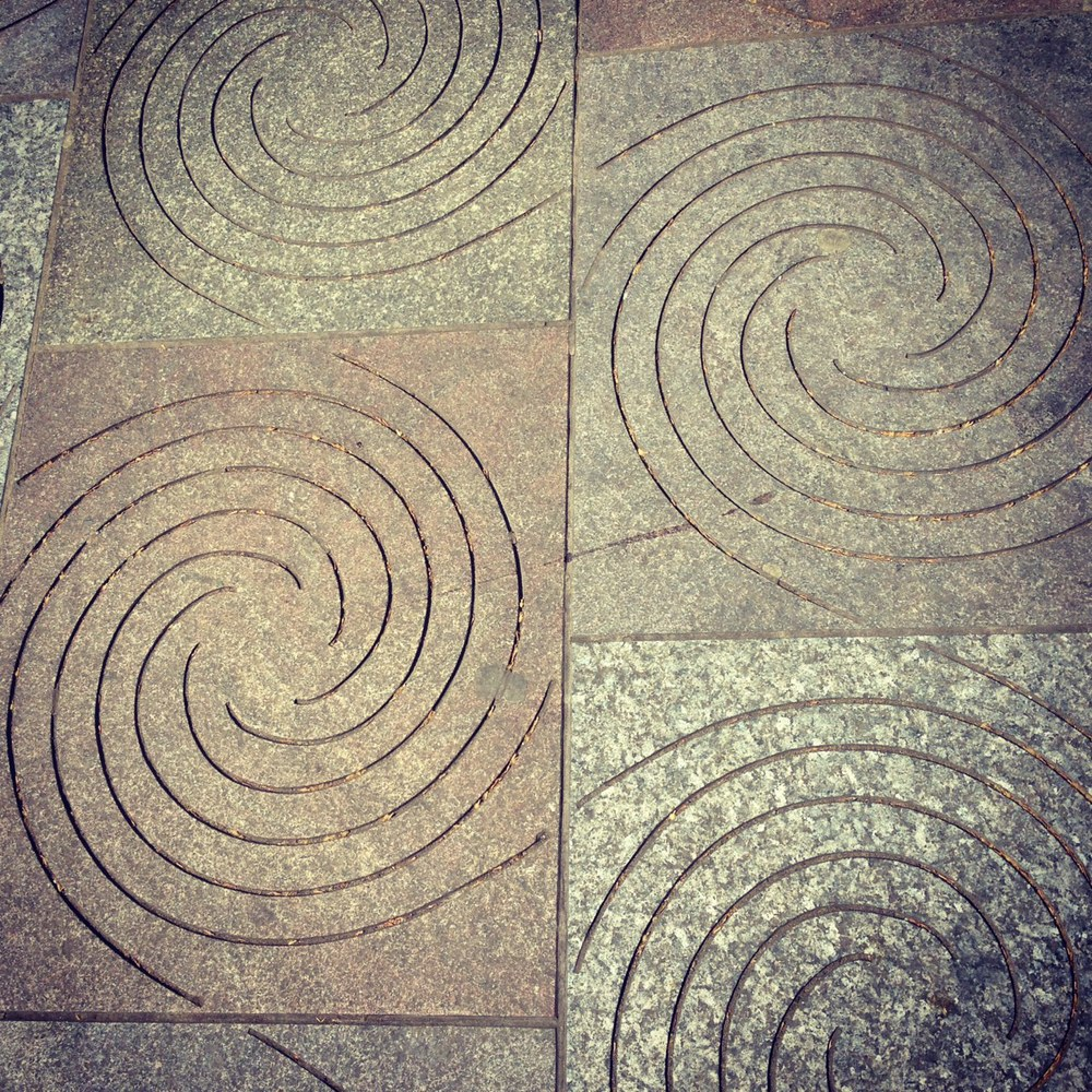 Swirl pattern in pavement