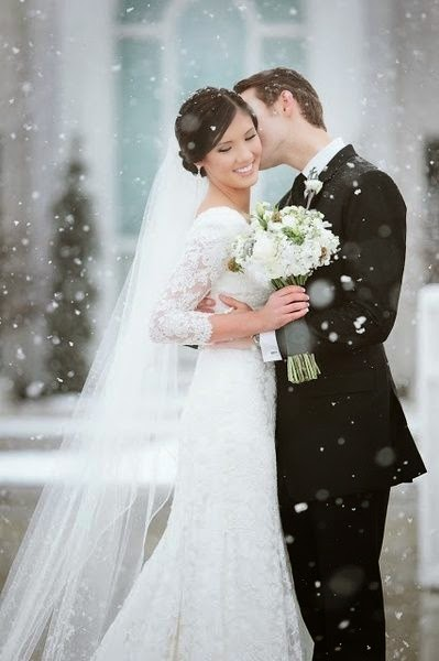 wedding-couple-in-the-snow
