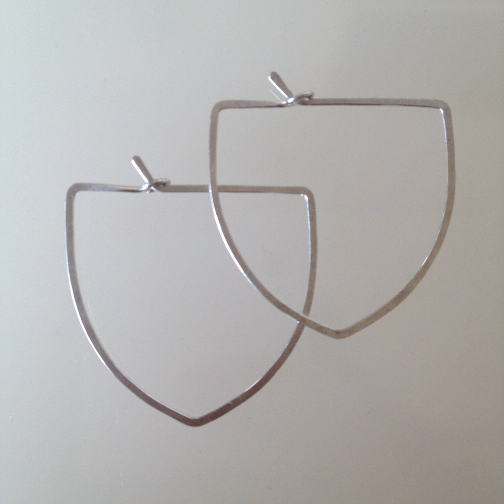 SMALL CREST HOOPS