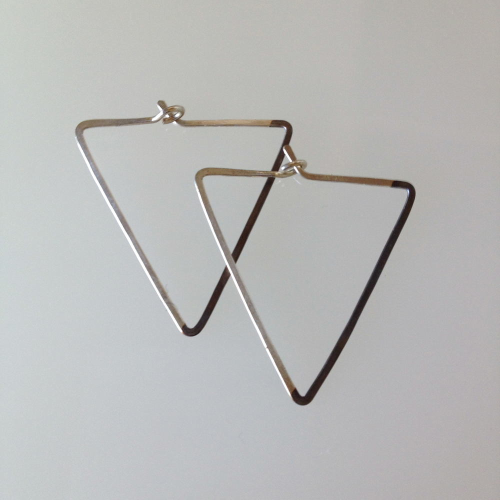 SMALL TRIANGLE HOOPS OXIDIZED