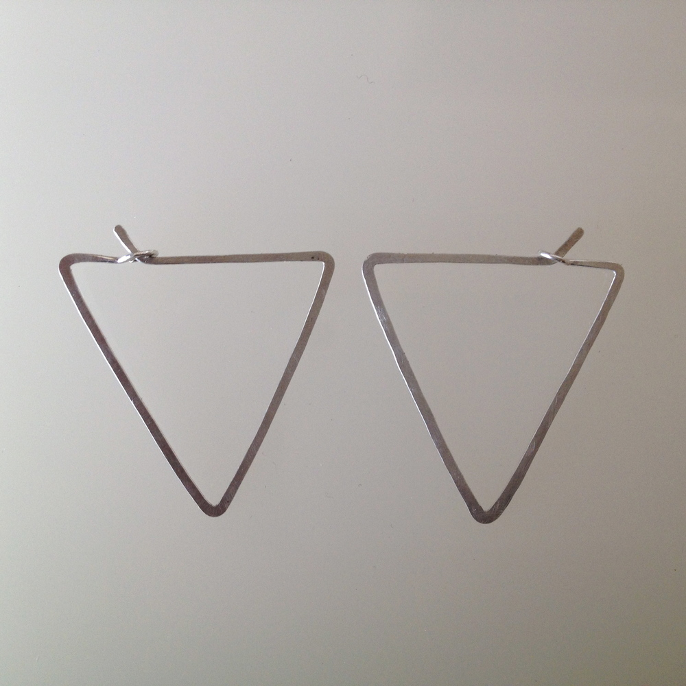 SMALL TRIANGLE HOOPS