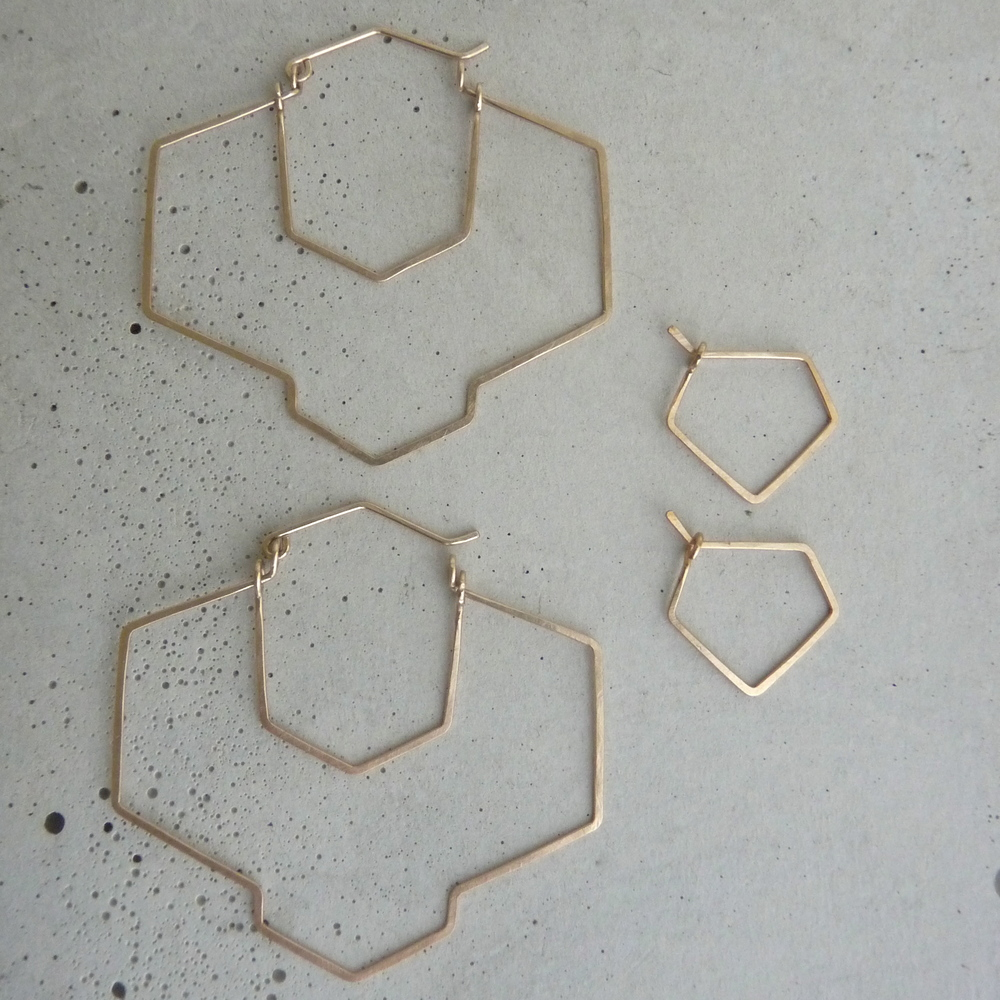 New Refined Basics, geometric hoop earrings, large gold hoops, big gold hoops, hammered hoop earrings, 2014 shifting seasons