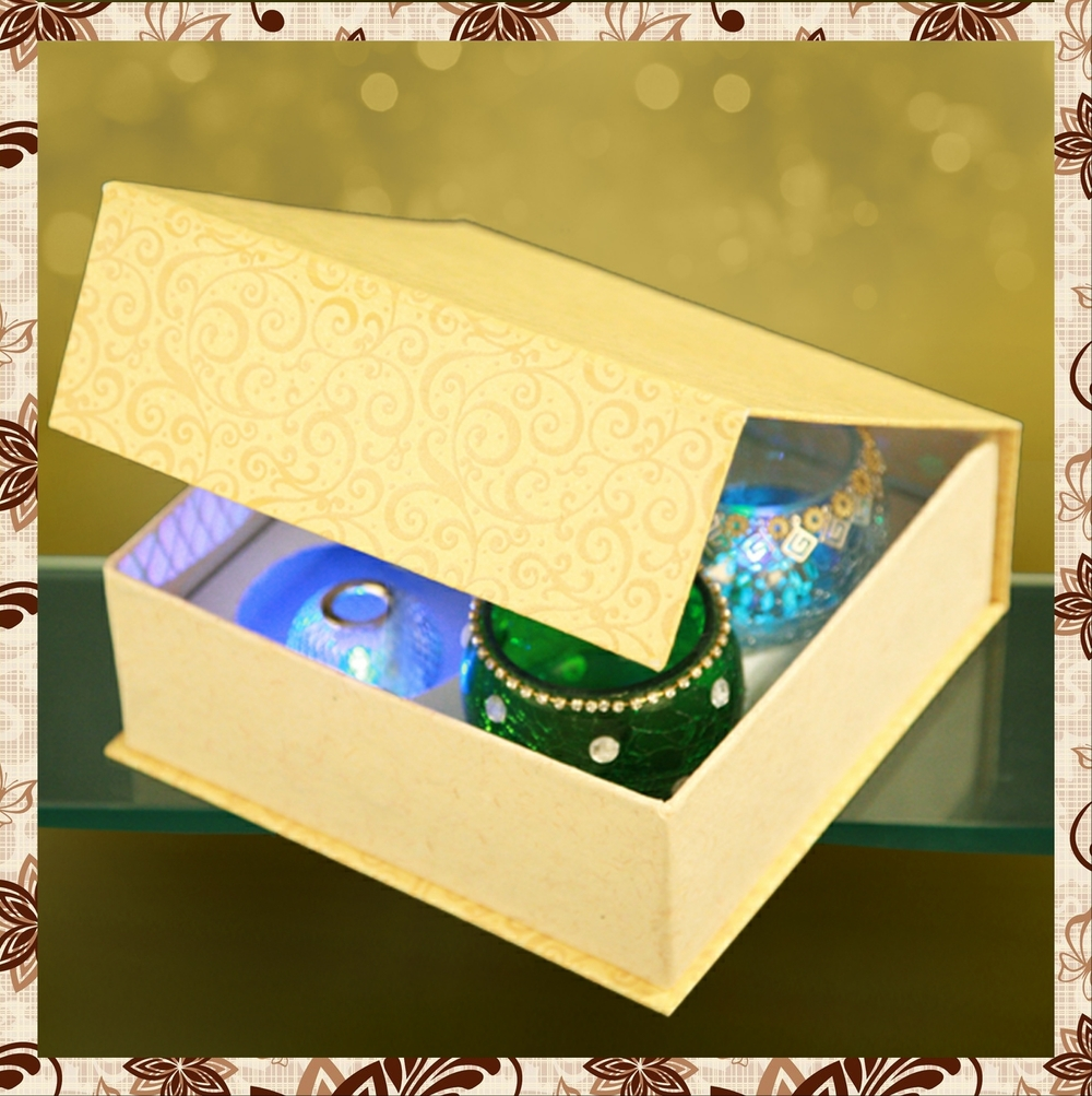 G1014 : Beautiful box of imported paper. Hand designed glass jar. Led candle light. For prices, please call 9987261106 or email mousumii@goshopart,com. Delivery free in Mumbai for billing value greater than Rs 2000.