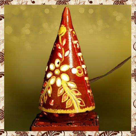 E1085H : Single Rs 500. Earthen Hand painted table lamp. Packing in bubble wrap. Special packaging at extra cost. Delivery free in Mumbai for billing value greater than Rs 2000. For bulk order rate please email mousumii@goshopart.com