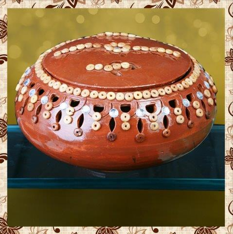 E1011H5 : Single Rs 500. Decoration bowl. Packing in bubble wrap. Special packaging at extra cost. Delivery free in Mumbai for billing value greater than Rs 2000. For bulk order rate please email mousumii@goshopart.com