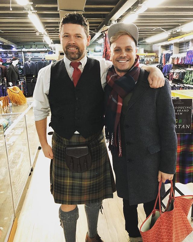 Another one from earlier this weekend...Look at this handsome man in a #kilt!! 😻 We saw so many guys in traditional kilts, so cool. 🏴 The city was covered in #tartan and we loved it!! 📸 @mnevhawaii  #uk #travel #gayboy #latergram #edinburgh #scotland #instagood #like #follow #doubletap #gaytravel