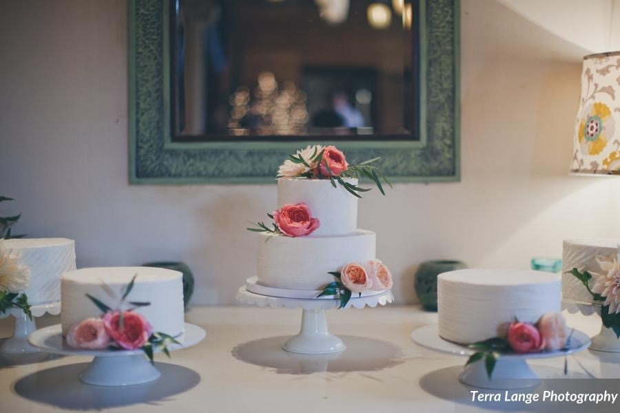 Centerpiece tiered buttercream cake with side cakes & fresh flowers