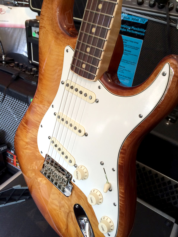 fender_select_quited_strat01.jpg