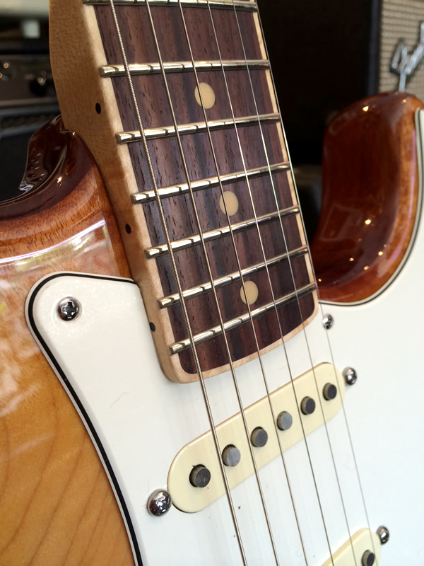 fender_select_quited_strat03.jpg
