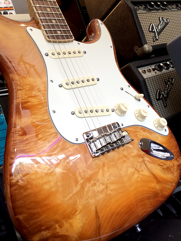 fender_select_quited_strat08.jpg