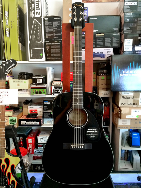 Fender CD-60 Blk 01.jpg