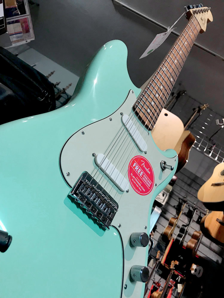 Fender Duo Sonic 06.jpg