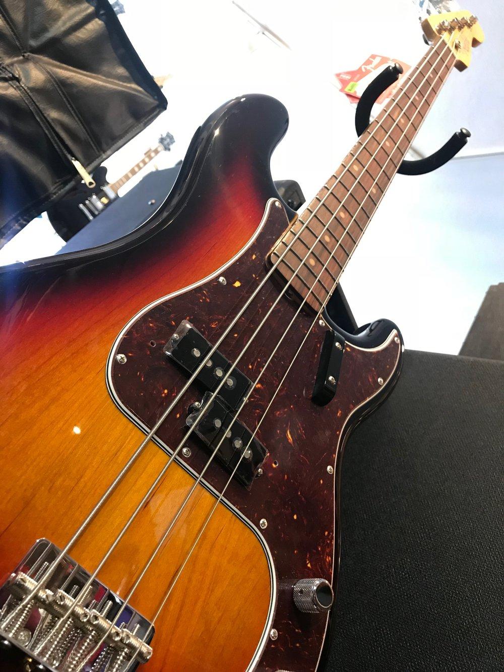 Fender Amr Org 60s Pbass 05.JPG