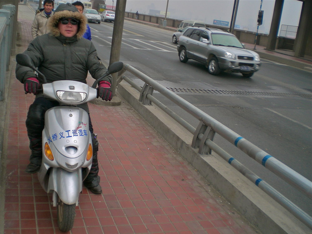 On suicide patrol: Chen Si on the Yangtze River Bridge in Nanjing, China. (C) Remko Tanis