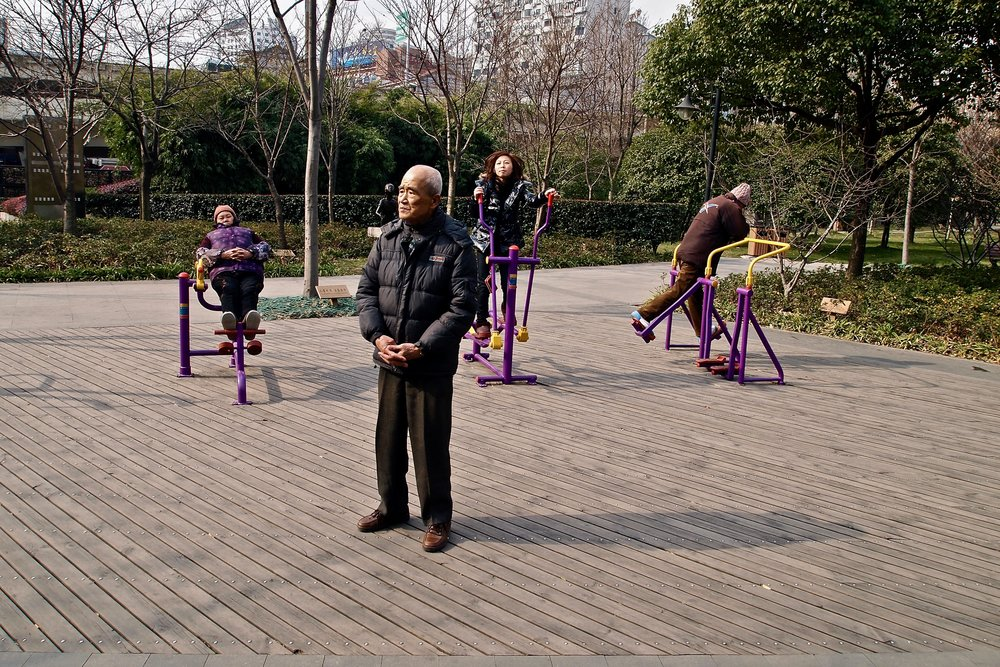 People in Jiuzi park in Shanghai, China. (C) Remko Tanis