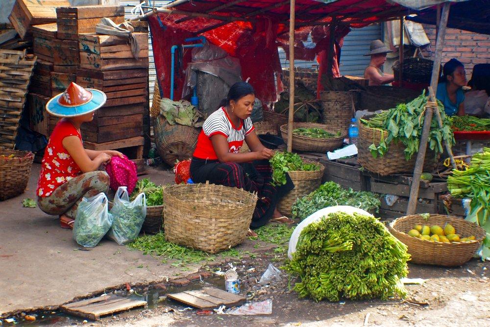 Vegetable stall in Hpa-An, Kayin, Myanmar. (C) Remko Tanis