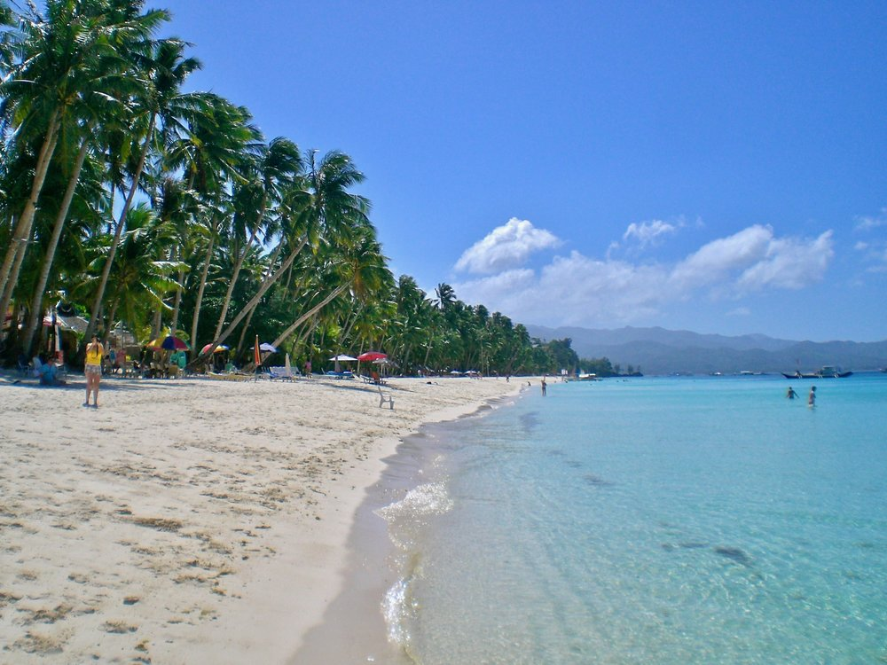 White Beach, Boracay, the Philippines. (C) Remko Tanis