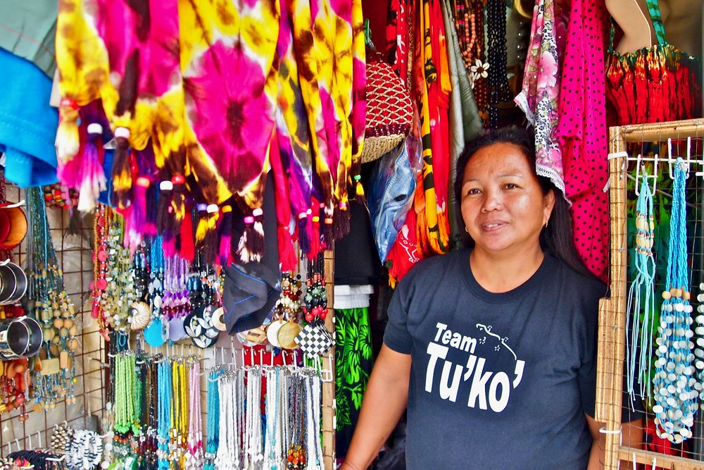 Elvira Ruiz sells souvenirs in Lapu-Lapu City, the Philippines. Her husband works in Saudi Arabia. (C) Remko Tanis