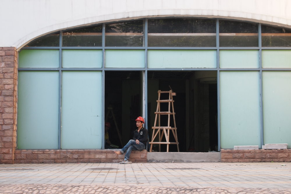 Construction worker at the New South China Mall in Dongguan, China. Photo: (C) Remko Tanis