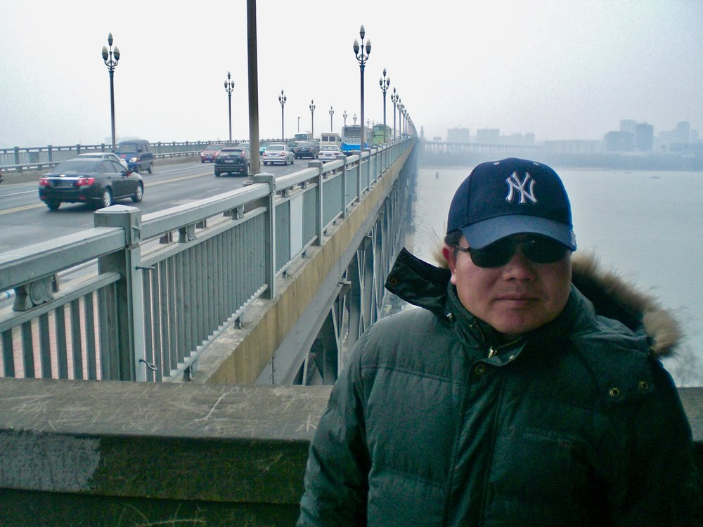 Chen Si on suicide prevention patrol on the Yangtze River Bridge in Nanjing, China. Photo: (C) Remko Tanis