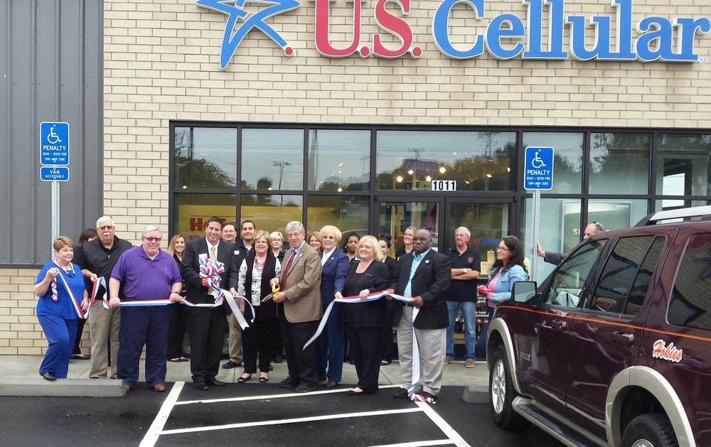 US Cellular Ribbon Cutting 2015