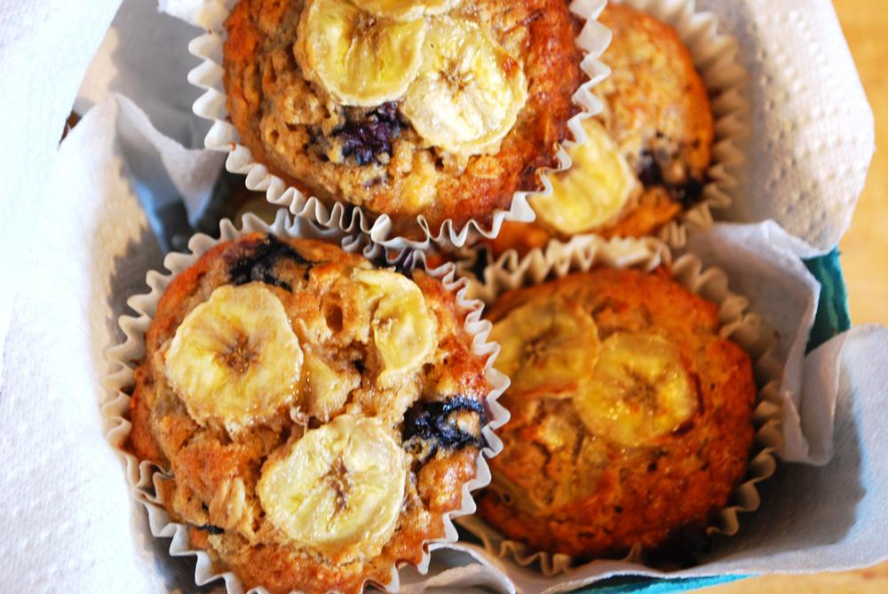 banana-berry spelt muffins | roux studio