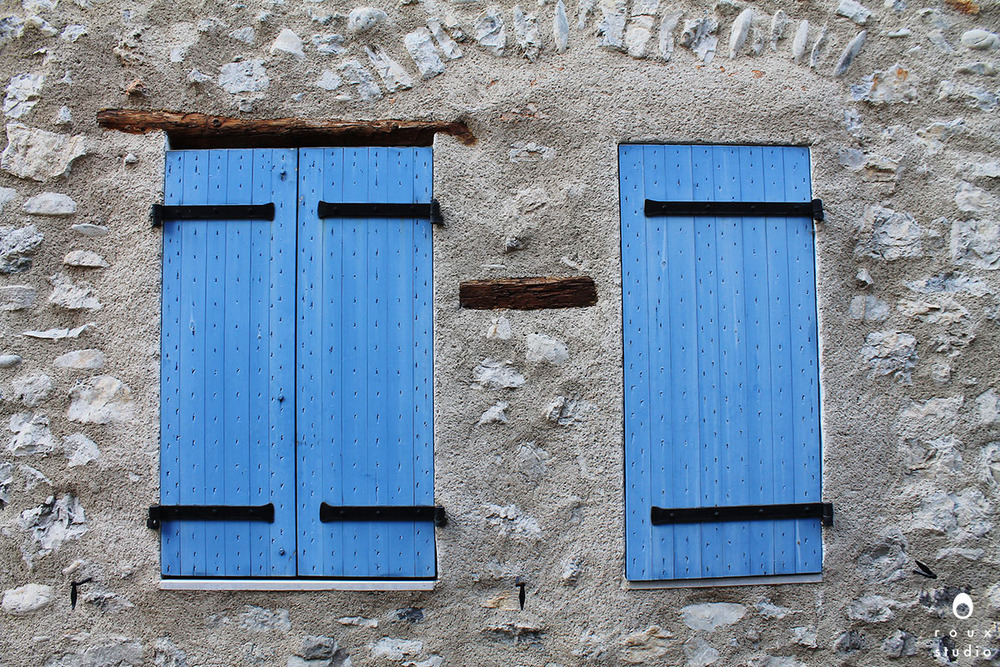 blue shutters  sisteron, france | november 2013