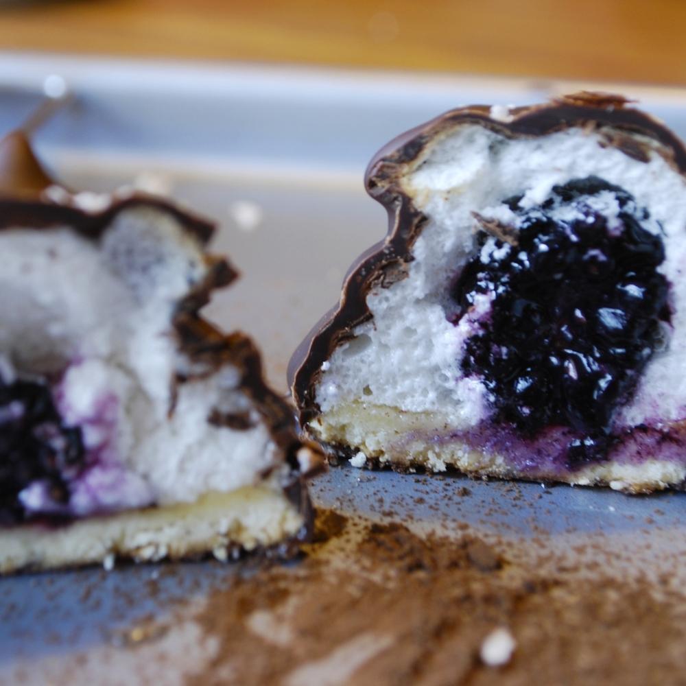 Flødeboller (marzipan meringue cookie)
