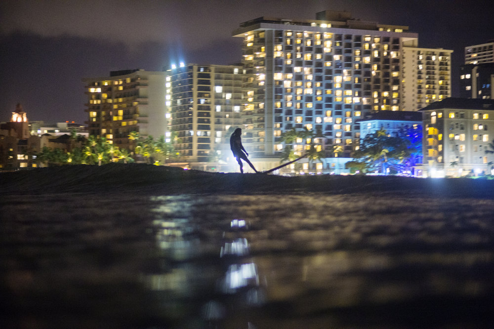 night_surfing_waikiki0015.jpg