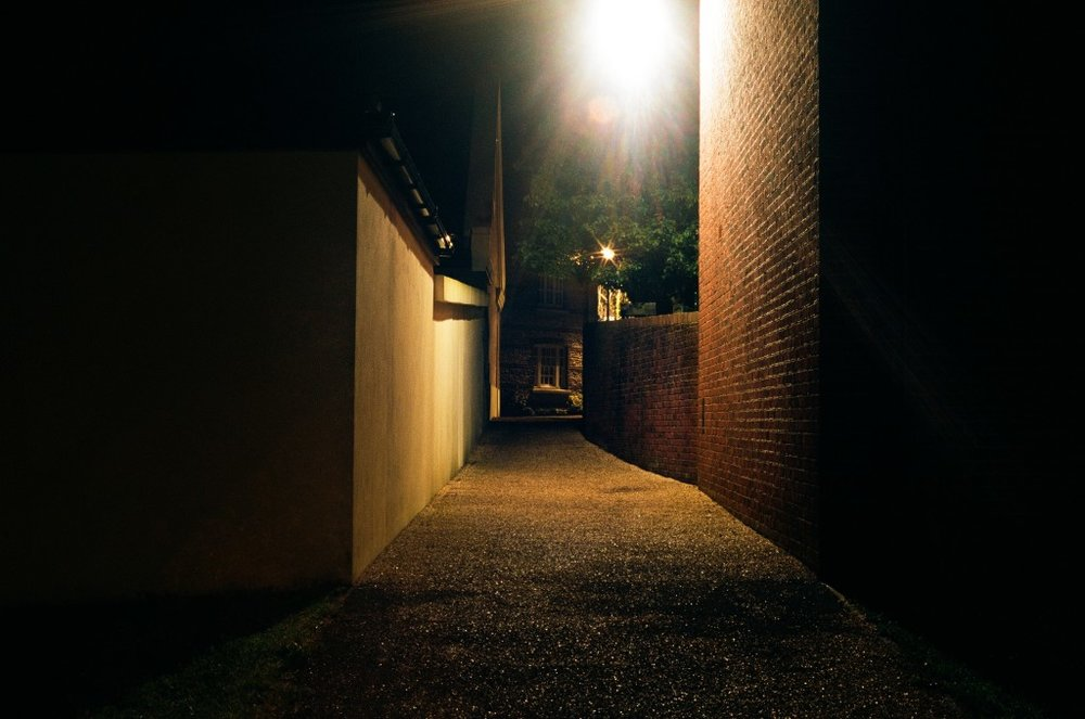 Photo kredit: Yuki Higashino, An Alley, Poundbury, England, April 2014
