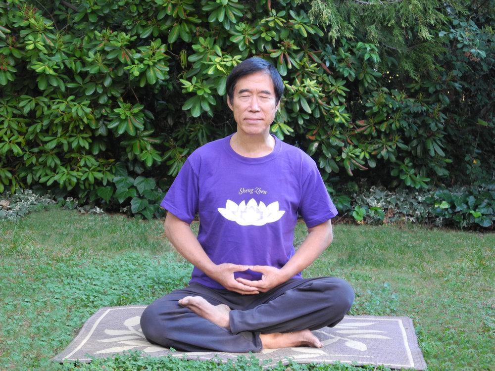 Master Li Meditating 1.jpg