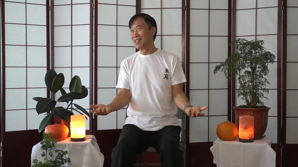 Master Li teaching students in Santa Barbara, California