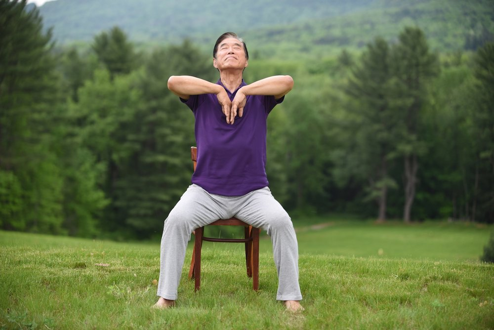 Master Li demonstrations a movement from Breath of Life: Healing from the Lungs
