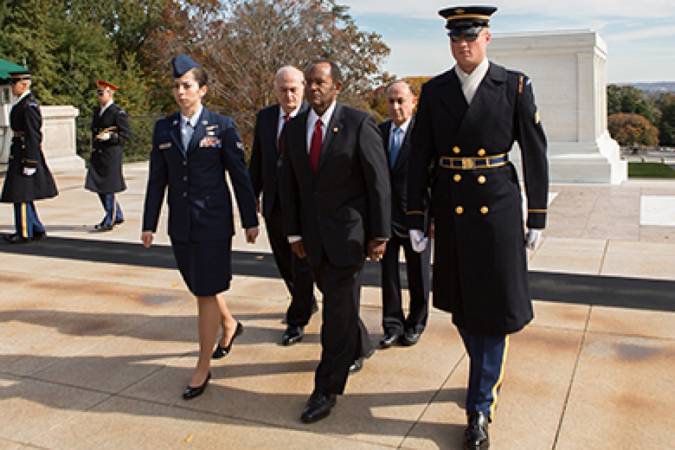 Verónica María Hoyer (left), Vice Admiral (retired) Mel Williams Jr., a guard, GW President Steven Knapp and Board of Trustees member Mark Shenkman finish laying a wreath at the Tomb of the Unknown Soilder in November.