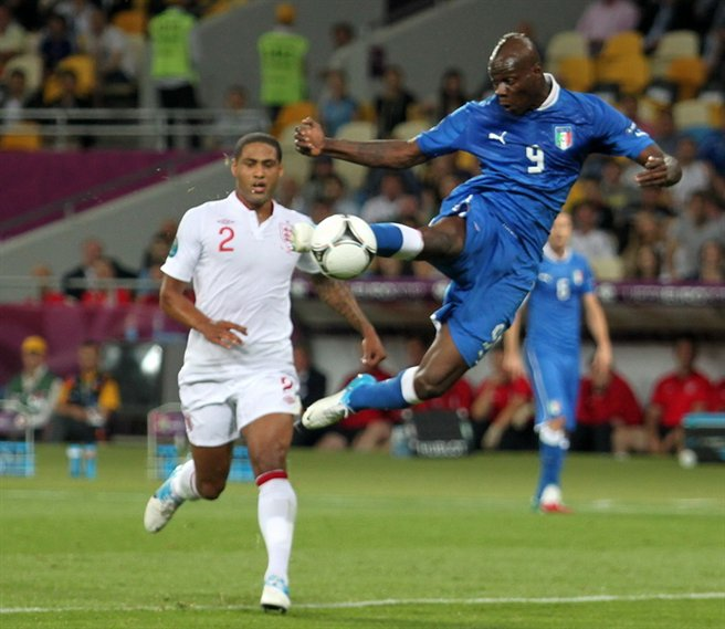 Mario Balotelli striking for a goal.