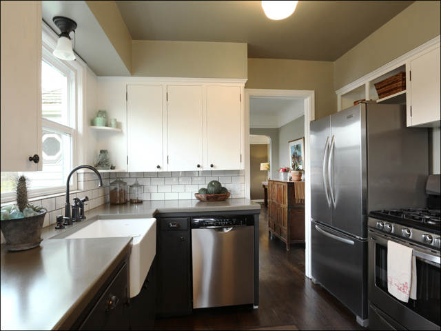 3844 SE Simpson kitchen.jpg