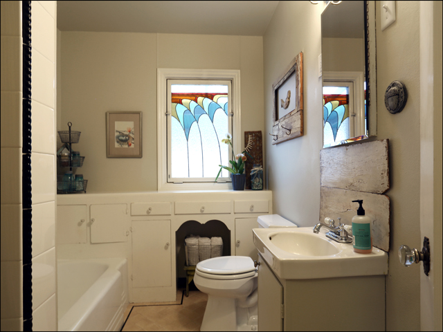 3844 SE Simpson bathroom1.jpg
