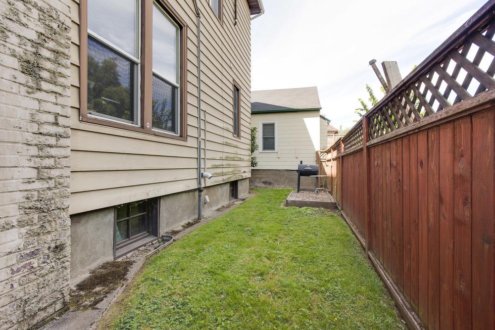 backyard upper floor outdoor space with patio/bbq -fenced