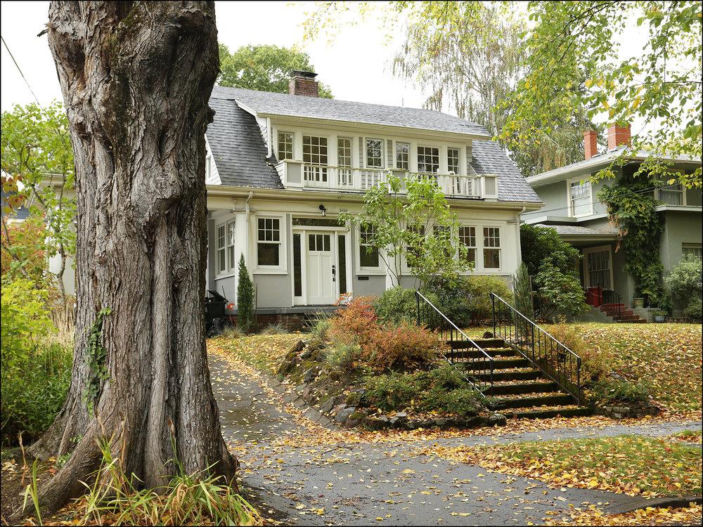 36s5 NE Davis St. -Laurelhurst Dutch Colonial  SOLDfor $795,000