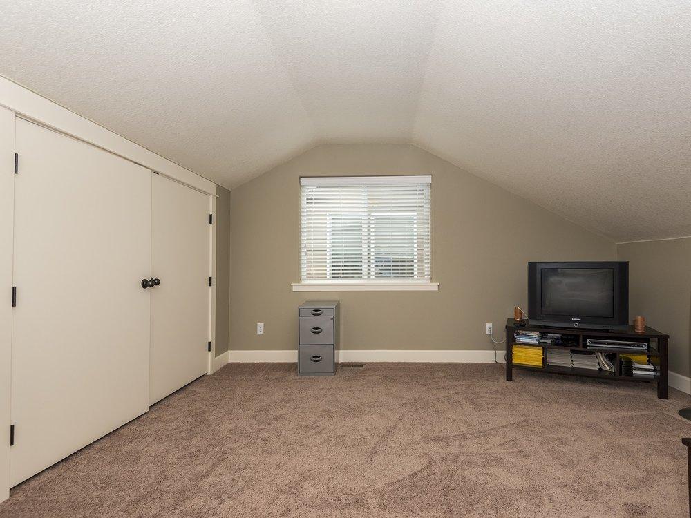 3rd floor bedroom or office - huge closets!