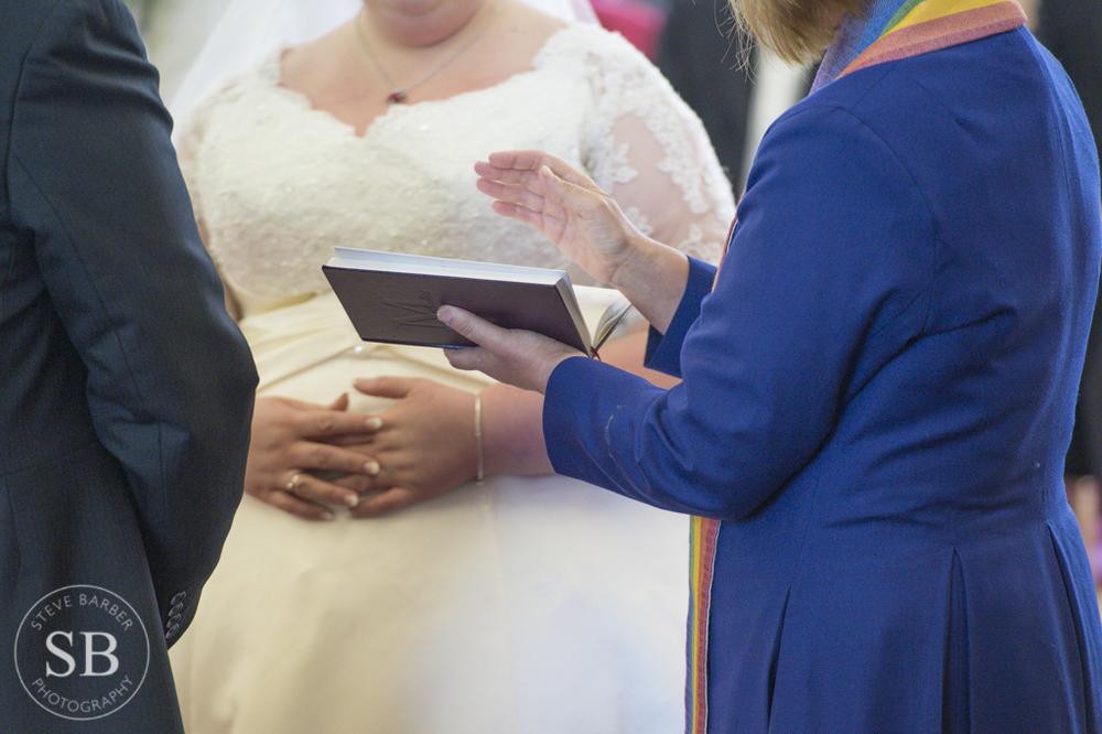 Candid-Pregnant-Bride-Bump-Photography