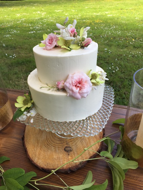 roses, dogwood and wisteria adorn this sweet buttercream cake