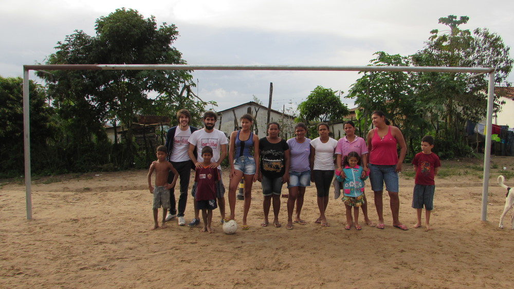 Veterans and new players of Sport Lério, the women's team of Surubim (PE) with some members of the love.fútbol team.