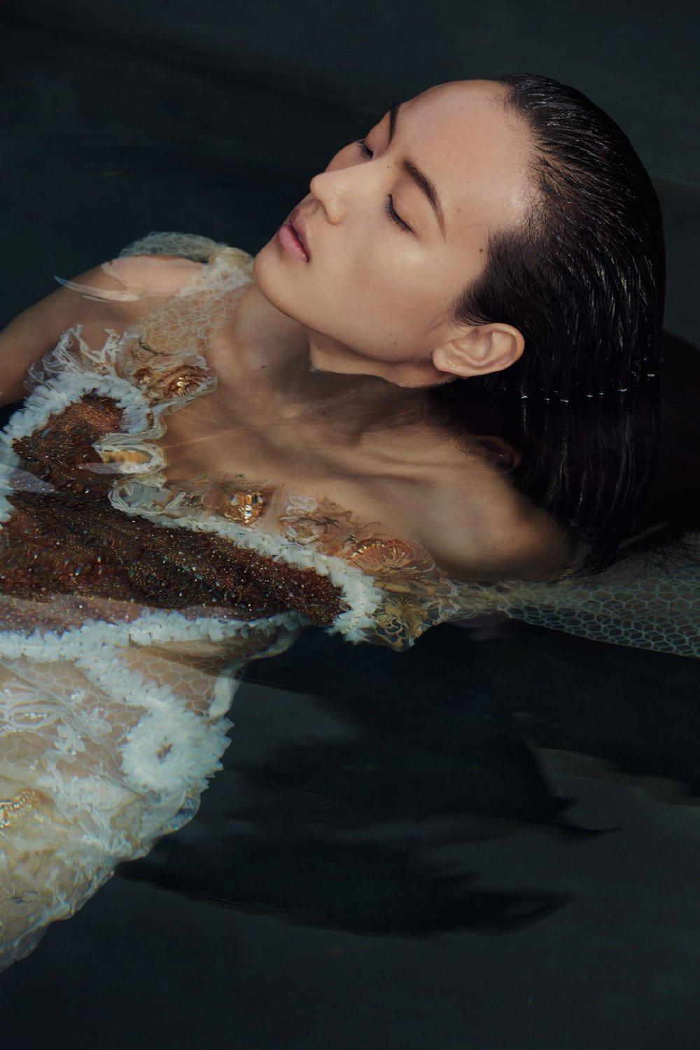 Vogue-China-Beauty-May-2017-Liz-Collins-Visual+Atelier+8-5.jpg