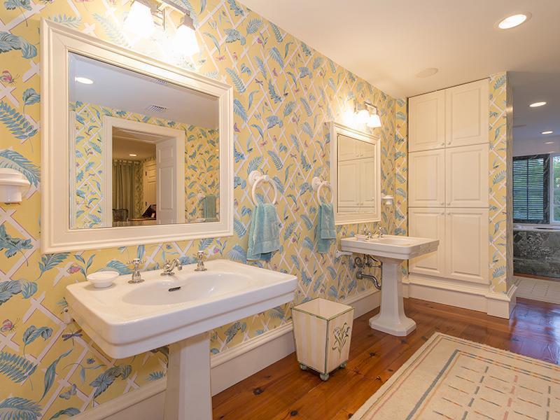 bathroom1_sbr.jpg