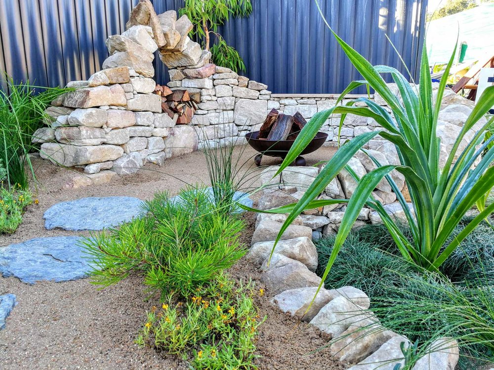 Decomposed granite throughout added to the coastal theme of the garden