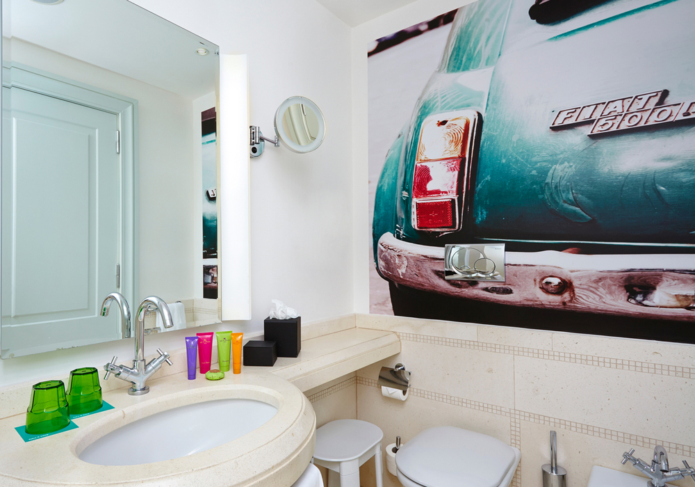 410_Bathroom_01.jpg